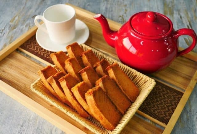 cake rusk with team pot and tea cup